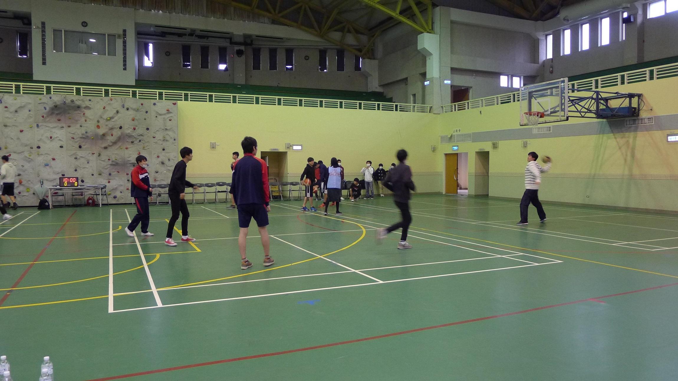 涉谷高校學生與聖約大學生進行籃球友誼賽,就球類活動進行交流